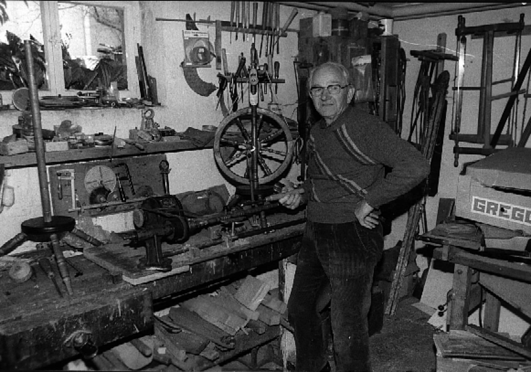Bild von Willy Braun in seiner Werkstatt